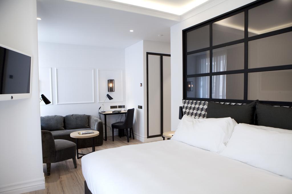 hotel di lusso andiamo a barcellona al the serras. Black Bedroom Furniture Sets. Home Design Ideas